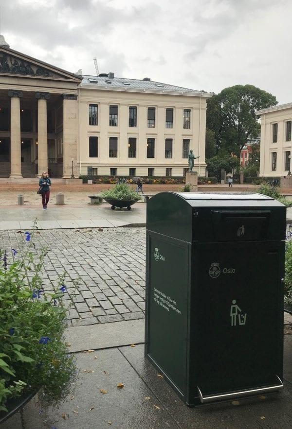 Finbin CitySolar - Smart avfallsbeholder, Universitetsplassen i Oslo