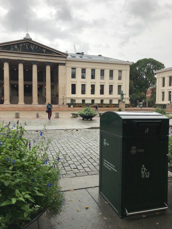Finbin CitySolar - Smart avfallsbeholder, Univesitetsplassen i Oslo