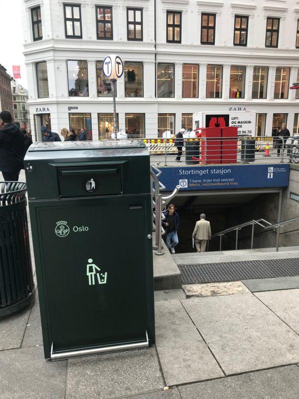 Finbin CitySolar - Smart avfallsbeholder, Stortinget T-banestasjon i Oslo