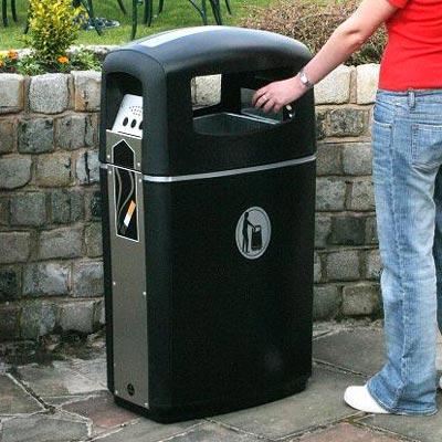 Avfallsbeholder med askebeger