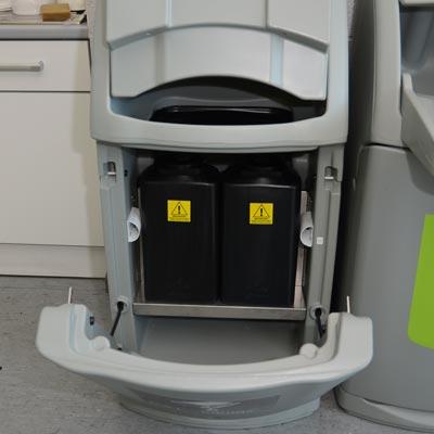 Combo avfallsbeholder, med reservoir for væske