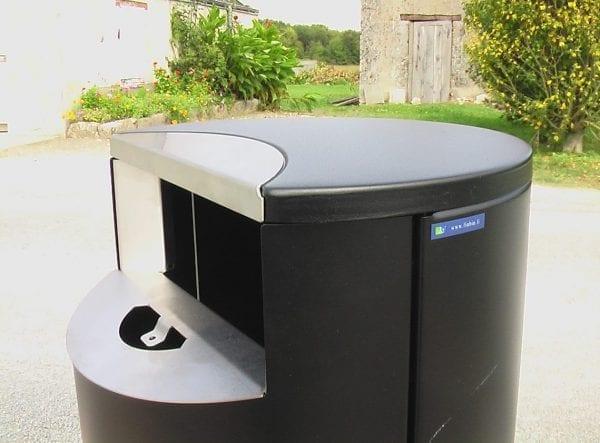Finbin City - Avfallsbeholder med integrert askebeger