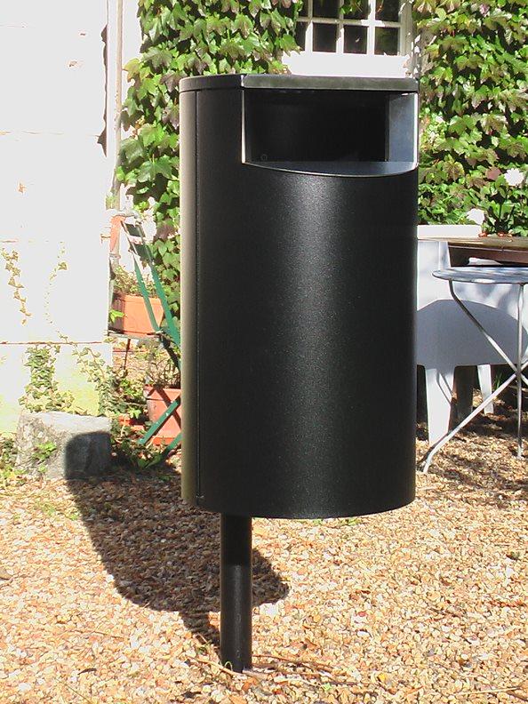 City 60 - Avfallsbeholder på 60l, montert på stolpe