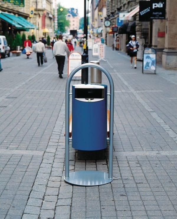 City 60 - Avfallsbeholder på 60l, montert på stativ