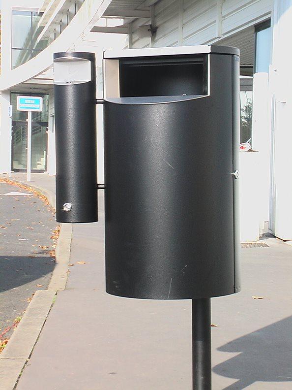 City 60 Combi - Avfallsbeholder på 60l med askebeger, montert på stolpe